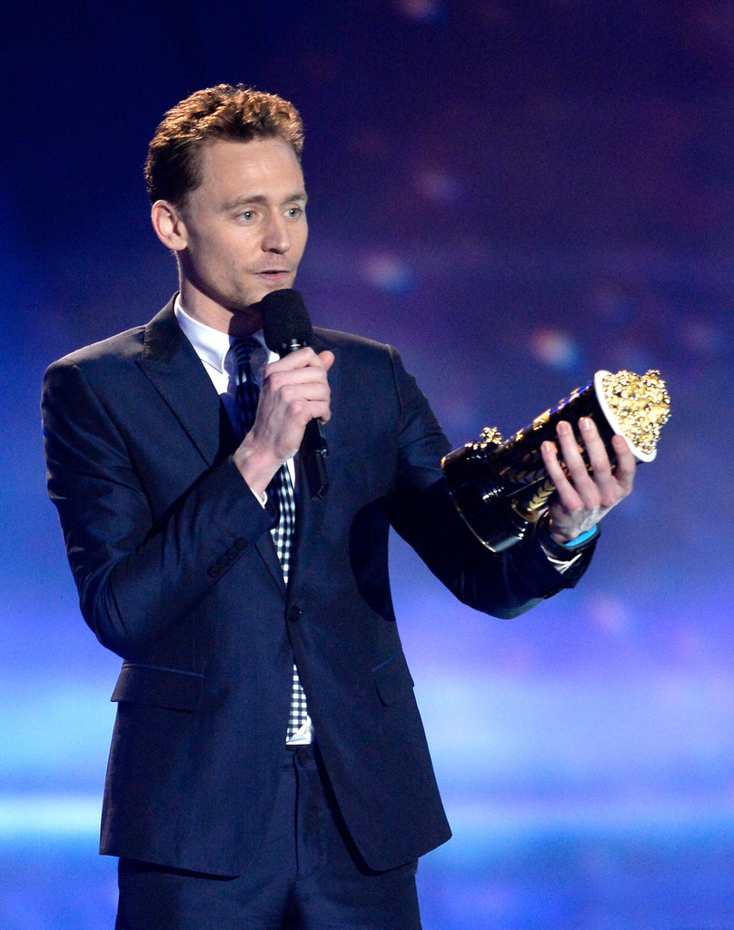 http://www4.pictures.zimbio.com/gi/Tom+Hiddleston+2013+MTV+Movie+Awards+Show+t8ywe7F6wcFx.jpg