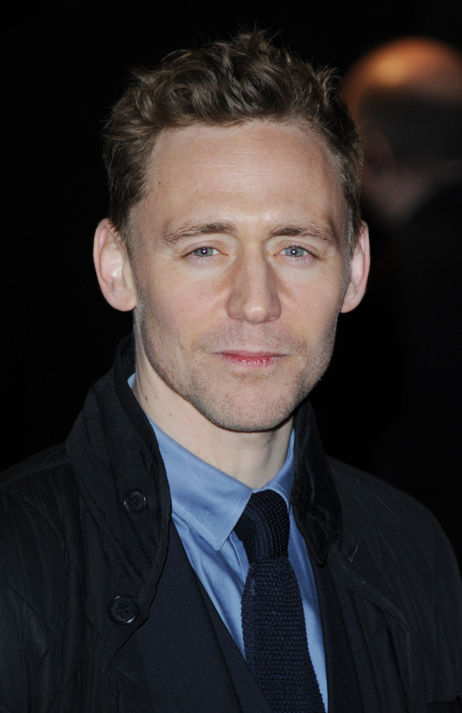 http://www4.pictures.zimbio.com/gi/Tom+Hiddleston+Celebs+Come+Out+Book+Mormon+DRH7upgqDhVx.jpg