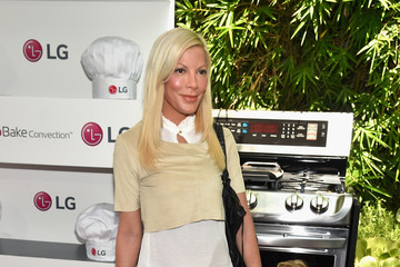 Tori Spelling Eva Longoria and LG Electronics Host LG 'Fam To Table' Series