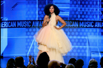 Tracee Ellis Ross 2018 American Music Awards - Social Ready Content