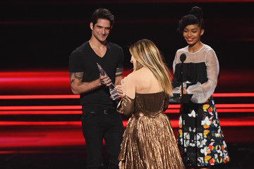 Tyler Posey People's Choice Awards 2017 - Show