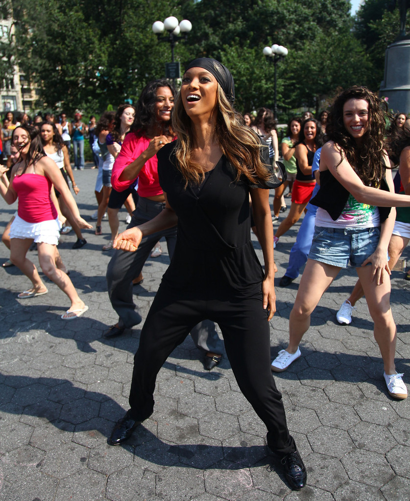 Tyra Banks Japan: Tyra Banks Participates In A Dance Flash Mob In Union