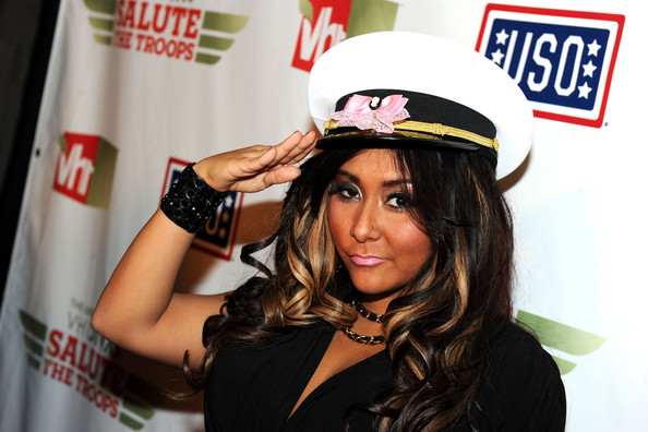 "The USO Presents ""VH1 Divas Salute The Troops"" - Roaming Inside"
