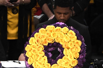 Usher Celebrities At The Los Angeles Lakers Game