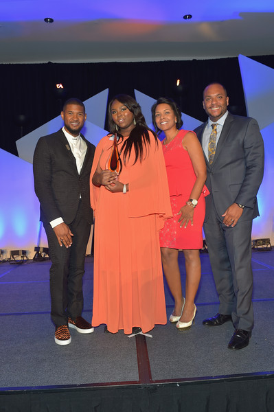 'Usher's New Look United to Ignite Awards' President's Circle Luncheon [usher raymond,president,elizabeth williams,shawn williams,yvette cook,circle luncheon,ushers new look,new look united to ignite awards,l-r,event,fashion,performance,carpet,suit,formal wear,ceremony,ignite awards presidents circle luncheon]