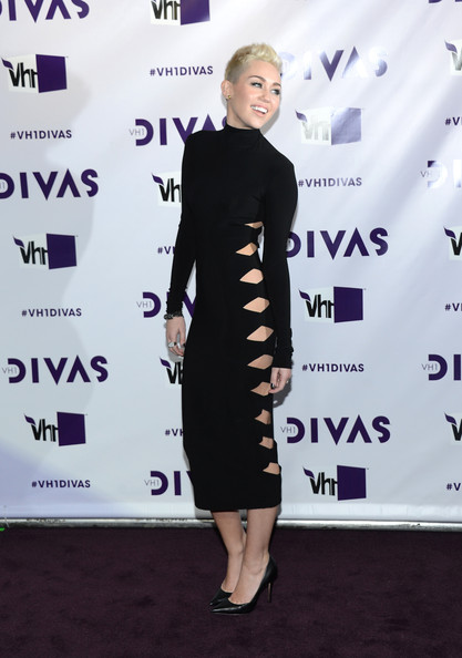 "Singer Miley Cyrus attends ""VH1 Divas"" 2012 at The Shrine Auditorium on December 16, 2012 in Los Angeles, California."