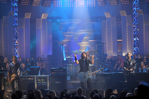 (L-R) Musicians Chris Shiflett, Dave Grohl Taylor Hawkins and Nate Mendel of the Foo Fighters perform on VH1 Storytellers on October 28, 2009 in Culver City, California