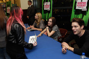 Zoey Deutch Dominic Sherwood Photos Photo