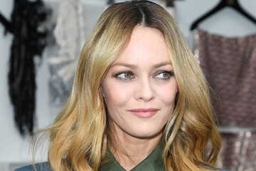 Vanessa Paradis Chanel : Front Row - Paris Fashion Week - Haute ...
