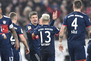 Munich's midfielder Thomas Mueller (C) celebrates with teammates after he scored during the German first division Bundesliga football match between VfB Stuttgart and Bayern Munich on December 16, 2017 in Stuttgart. / AFP PHOTO / THOMAS KIENZLE / RESTRICTIONS: DURING MATCH TIME: DFL RULES TO LIMIT THE ONLINE USAGE TO 15 PICTURES PER MATCH AND FORBID IMAGE SEQUENCES TO SIMULATE VIDEO. == RESTRICTED TO EDITORIAL USE == FOR FURTHER QUERIES PLEASE CONTACT DFL DIRECTLY AT + 49 69 650050.