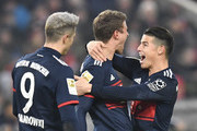 (L-R) Munich's Polish forward Robert Lewandowski, Bayern Munich's German forward Thomas Mueller and Bayern Munich's Colombian midfielder James Rodriguez celebrate after Mueller scored  during the German first division Bundesliga football match between VfB Stuttgart and Bayern Munich on December 16, 2017 in Stuttgart. / AFP PHOTO / THOMAS KIENZLE / RESTRICTIONS: DURING MATCH TIME: DFL RULES TO LIMIT THE ONLINE USAGE TO 15 PICTURES PER MATCH AND FORBID IMAGE SEQUENCES TO SIMULATE VIDEO. == RESTRICTED TO EDITORIAL USE == FOR FURTHER QUERIES PLEASE CONTACT DFL DIRECTLY AT + 49 69 650050.