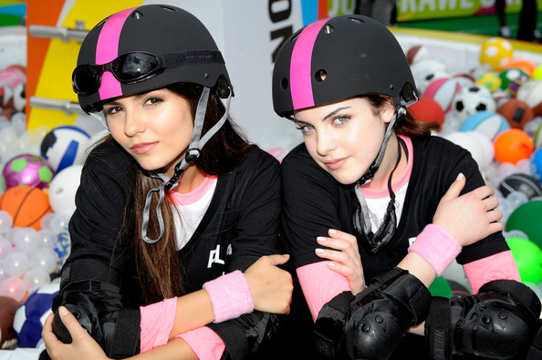 Elizabeth Gillies and victoria justice