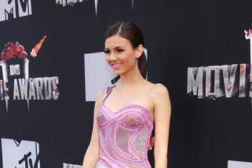 Victoria Justice Arrivals at the MTV Movie Awards — Part 3