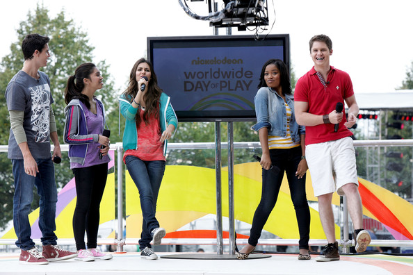 Victoria Justice Nickelodeon's (L-R) Robbie Amell, Ashley Argota, Victoria Justice, Keke Palmer and Matt Shively perform during Nickelodeon's Annual Worldwide Day of Play at NYC Big Brothers Big Sisters RBC Race for the Kids Event in Riverside Park on September 25, 2010 in New York City.