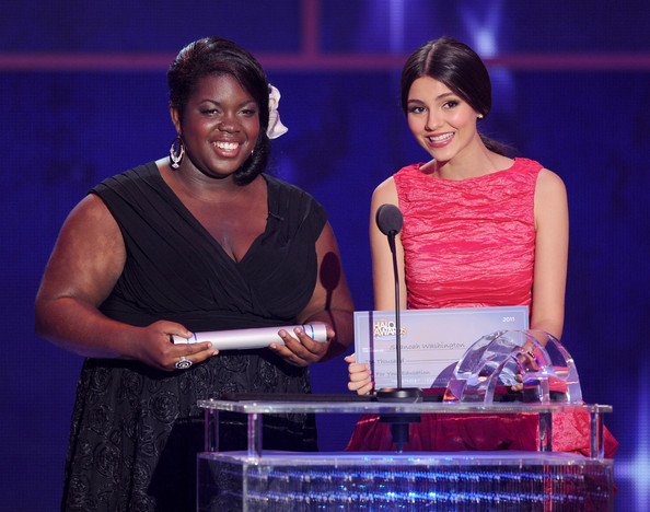 Victoria Justice Honoree Shanoah Washington (L) and actress Victoria Justice speak onstage during Nickelodeon's 2011 TeenNick HALO Awards held at the Hollywood Palladium on October 26, 2011 in Hollywood, California. The show premieres on Sunday, Nov.7th at 9:00p.m. (ET) on Nick at Night.