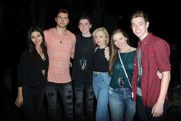 Victoria Justice Pierson Fode Knott's Scary Farm Black Carpet - Inside