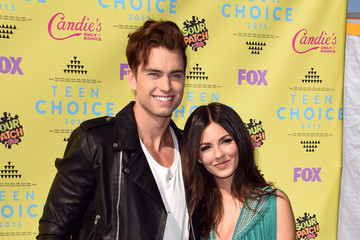 Victoria Justice Pierson Fode Teen Choice Awards 2015 - Arrivals