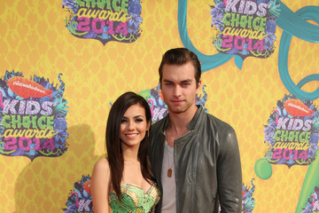 Victoria Justice Pierson Fode Nickelodeon's 27th Annual Kids' Choice Awards - Red Carpet