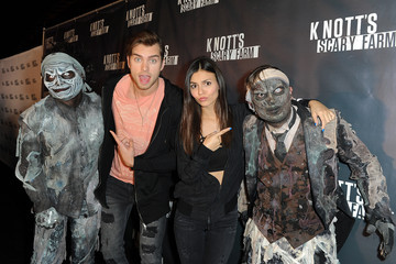 Victoria Justice Pierson Fode Knott's Scary Farm Black Carpet - Red Carpet