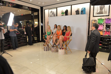 Doutzen Kroes Erin Heatherton Victoria's Secret Angels Greet Customers At The Beverly Center For What Is Sexy?