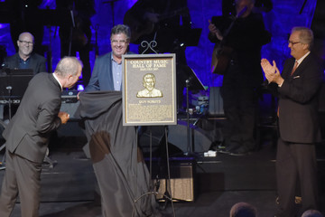 Vince Gill Country Music Hall of Fame and Museum Hosts Medallion Ceremony to Celebrate 2017 Hall of Fame Inductees