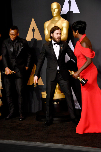 89th Annual Academy Awards - Press Room [suit,formal wear,fashion,event,tuxedo,fashion design,fun,carpet,outerwear,dress,academy awards,l-r,award,best supporting actor for moonlight,best actor for manchester by the sea,room,mahershala ali,actors,casey affleck,viola davis]