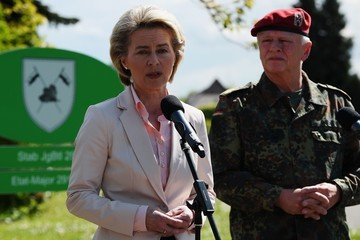 Volker Wieker German Defence Minister Ursula von der Leyen Visits Army Facilities of the 291st Jagerbataillon