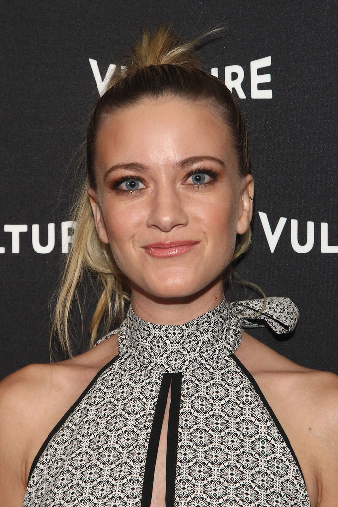 Meredith Hagner Nude Photos 34