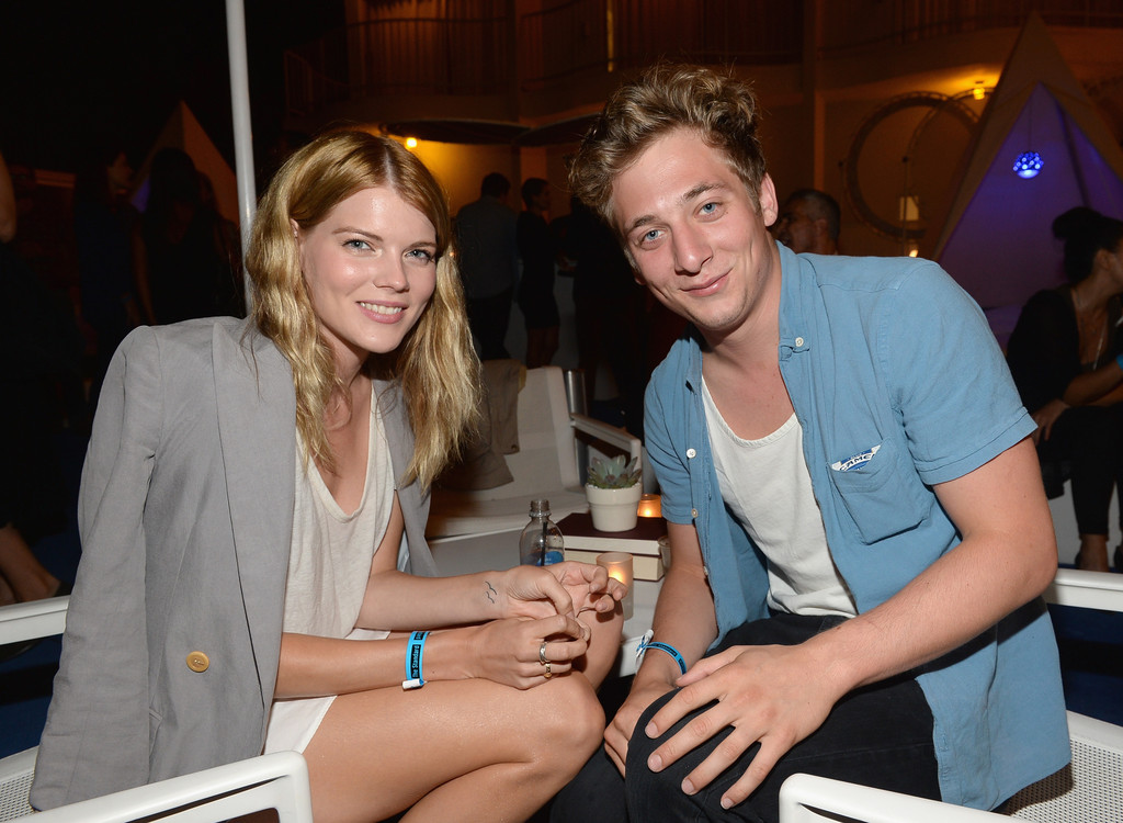 Jeremy Allen White Girlfriend Emma Greenwell and Jer...