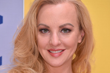 Wendi McLendon-Covey The 50th Annual CMA Awards - Arrivals