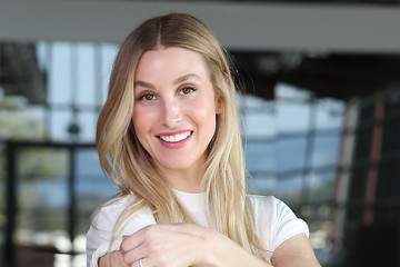 Whitney Port Molly Sims and Whitney Port Appear on Amazon's 'Style Code Live'