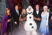 """(L-R) Anna, Producer Peter Del Vecho, Director/writer/Walt Disney Animation Studios CCO Jennifer Lee, Olaf, Director Chris Buck, and Elsa attend the world premiere of Disney's """"Frozen 2"""" at Hollywood's Dolby Theatre on Thursday, November 7, 2019 in Hollywood, California."""