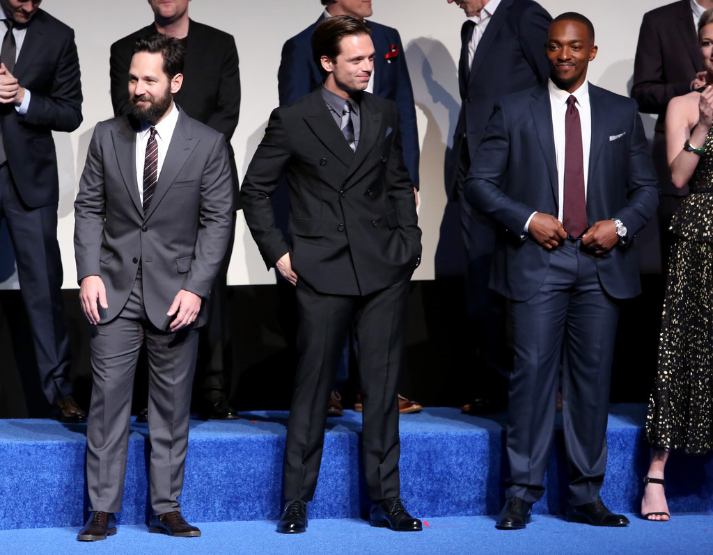 http://www4.pictures.zimbio.com/gi/World+Premiere+Marvel+Captain+America+Civil+CIlA6p-Whbox.jpg