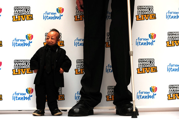 World's Tallest Man Meets The World's Shortest Man (He Pingping)