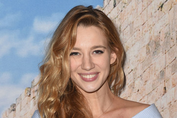 yael grobglas height weight