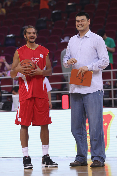 ¿Cuánto mide Yao Ming? - Real height Yao+Foundation+Charity+Game+China+v+NBA+Stars+VyRjKfrkCzvl