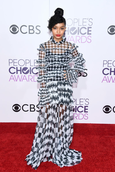 People's Choice Awards 2017 - Arrivals [red carpet,carpet,clothing,flooring,premiere,fashion,fashion model,fashion design,event,haute couture,peoples choice awards,microsoft theater,los angeles,california,yara shahidi,arrivals]
