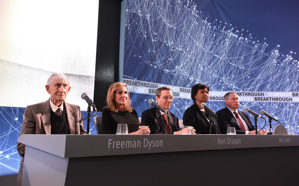 Peter Worden in Yuri Milner and Stephen Hawking Host Press