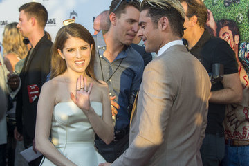Zac Efron Anna Kendrick Premiere Of 20th Century Fox's 'Mike And Dave Need Wedding Dates' - Red Carpet