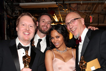 Zoe Saldana Behind the Scenes at the Oscars