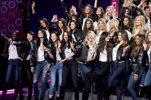 Victoria's Secret Fashion Show 2017 - All Model Appearance at Mercedes-Benz Arena [performance,event,music,backing vocalist,choir,performing arts,uniform,gospel music,musical ensemble,talent show,models,adriana lima,alessandra ambrosio,candice swanepoel,martha hunt,romee strijd,mercedes-benz arena,victorias secret,model appearance,victorias secret fashion show]