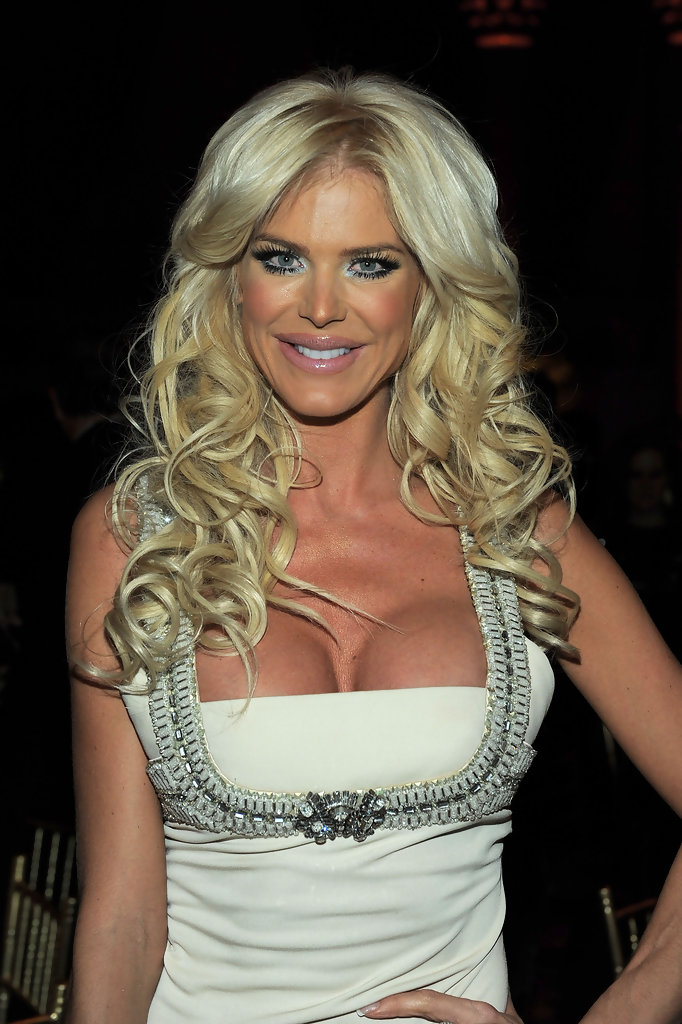 Victoria Silvstedt Nude Photos 23