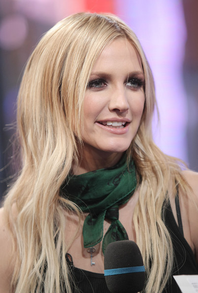 Ashlee Simpson's Many Different 'Dos - Celebrity Hair ...