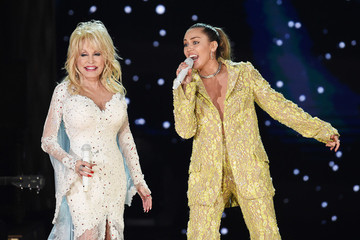 Dolly Parton, Miley Cyrus, Katy Perry, Kacey Musgraves, And More Team Up For All-Star Grammys Performance