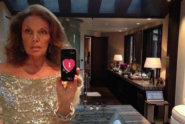 Diane von Furstenberg Has Been on a Bathroom Selfie Kick