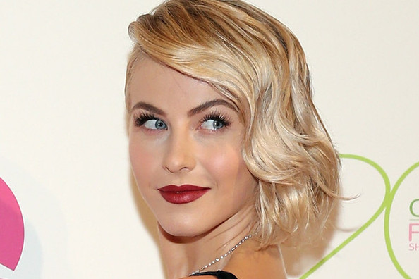 Hair Envy of the Day: Julianne Hough's Retro Bob