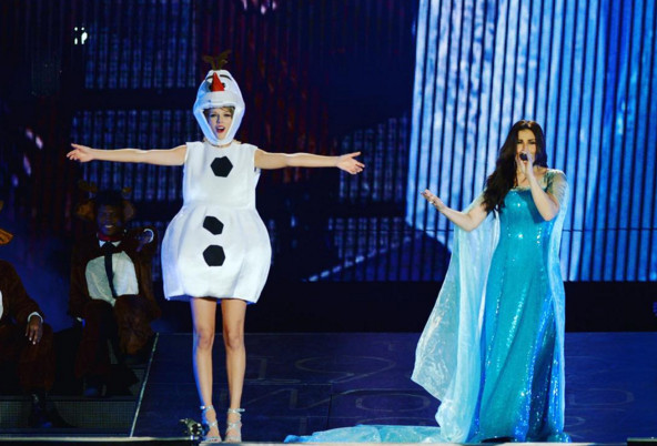Taylor Swift Performed 'Let It Go' in an Olaf Costume with 'Frozen's' Idina Menzel