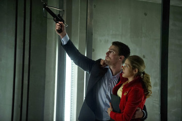 'Arrow' New Photos: Felicity and Oliver Get Close