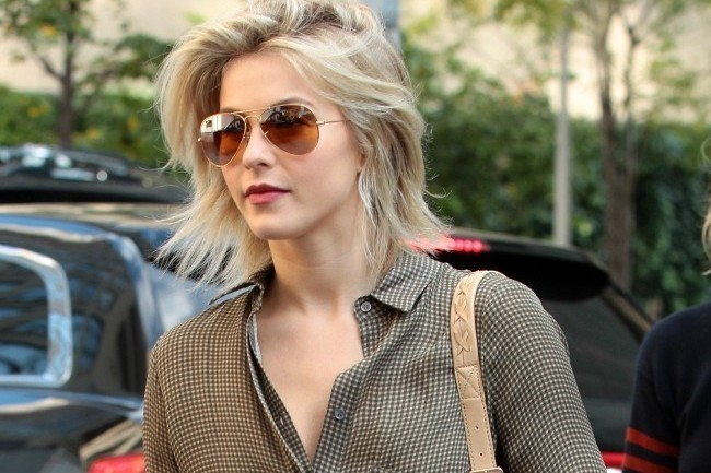 Try Julianne Hough's Cool and Comfortable Summer-to-Fall Outfit