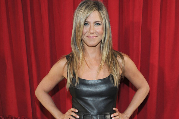 I Just Bought Jennifer Aniston's Secret Workout Weapon, How Facebook Can Make You Happier, and More
